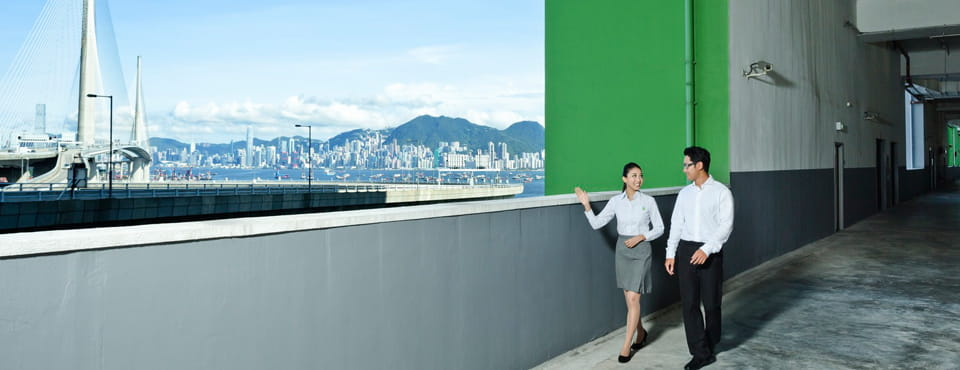 Goodman Interlink_Hong Kong_logistics_staff_skyline